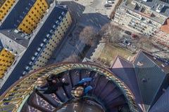 Τουρίστες πάνω από Vor Frelsers Kirke στην Κοπεγχάγη, Δανία Στοκ Φωτογραφίες