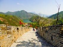 Τουρίστες που αναρριχούνται στο Σινικό Τείχος Huanghuacheng Στοκ φωτογραφία με δικαίωμα ελεύθερης χρήσης