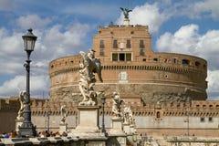 Τουρίστες που απολαμβάνουν την επίσκεψη Castel Sant'Angelo στη Ρώμη Ιταλία Στοκ Εικόνες