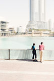 Τουρίστες που επισκέπτονται στο Ντουμπάι Στοκ φωτογραφία με δικαίωμα ελεύθερης χρήσης