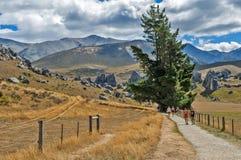 Τουρίστες που επισκέπτονται το Hill του Castle στις νότιες Άλπεις, πέρασμα του Άρθουρ, νότιο νησί της Νέας Ζηλανδίας Στοκ εικόνες με δικαίωμα ελεύθερης χρήσης