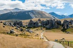 Τουρίστες που επισκέπτονται το Hill του Castle στις νότιες Άλπεις, πέρασμα του Άρθουρ, νότιο νησί της Νέας Ζηλανδίας Στοκ Φωτογραφίες