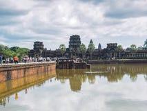 Τουρίστες που επισκέπτονται Angkor Wat, Καμπότζη Στοκ φωτογραφία με δικαίωμα ελεύθερης χρήσης