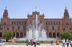 Τουρίστες που επισκέπτονται Plaza de Espana, Σεβίλη, Ισπανία Στοκ εικόνα με δικαίωμα ελεύθερης χρήσης