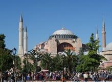Τουρίστες σε 1 500 χρονών Hagia Sophia - Ayasofia - καθεδρικός ναός μουσείων - μουσουλμανικό τέμενος στη Ιστανμπούλ, Τουρκία στοκ εικόνα με δικαίωμα ελεύθερης χρήσης