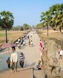 Τουρίστες σε Angkor Wat, Καμπότζη Στοκ εικόνες με δικαίωμα ελεύθερης χρήσης