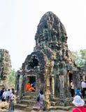 Τουρίστες σε Bayon σε Angkor, Καμπότζη Στοκ Εικόνα