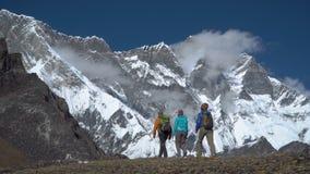 Τουρίστες στα βουνά του Νεπάλ φιλμ μικρού μήκους