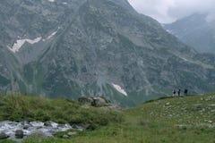 Τουρίστες στα βουνά Στοκ Φωτογραφίες