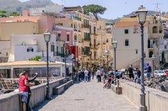 Τουρίστες στα ισχία στο Κόλπο NApoli, Ιταλία Στοκ εικόνες με δικαίωμα ελεύθερης χρήσης