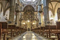Τουρίστες στη βασιλική μοναστηριών του Guadalupe, Ισπανία Στοκ Φωτογραφίες