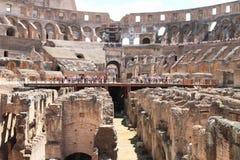 Τουρίστες στη σκηνή Colosseum στοκ φωτογραφία