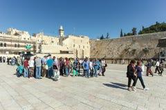 Τουρίστες στη wailing ένωση τοίχων της Ιερουσαλήμ Στοκ φωτογραφίες με δικαίωμα ελεύθερης χρήσης