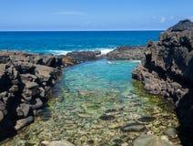 Τουρίστες στις βασίλισσες Beach Princeville Kauai στοκ φωτογραφίες
