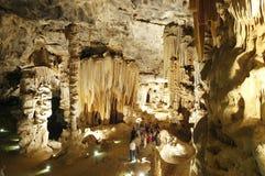 Τουρίστες στις σπηλιές Cango Στοκ Φωτογραφία