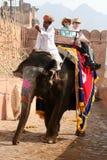Τουρίστες στον ελέφαντα Στοκ φωτογραφία με δικαίωμα ελεύθερης χρήσης