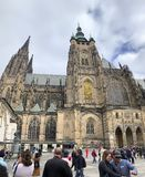 Τουρίστες στον καθεδρικό ναό του ST Vitus, Κάστρο της Πράγας, Δημοκρατία της Τσεχίας στοκ εικόνες