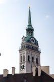 Τουρίστες στον πύργο ρολογιών εκκλησιών Αγίου Peters Στοκ Εικόνα