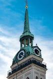 Τουρίστες στον πύργο ρολογιών εκκλησιών Αγίου Peters Στοκ εικόνα με δικαίωμα ελεύθερης χρήσης