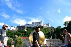 Τουρίστες στο ιστορικό κέντρο του Σάλτζμπουργκ, Αυστρία Στοκ Φωτογραφία