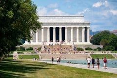 Τουρίστες στο μνημείο του Λίνκολν στην Ουάσιγκτον Δ Γ Στοκ Εικόνες