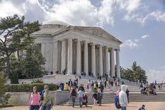 Τουρίστες στο μνημείο του Jefferson στην Ουάσιγκτον Στοκ Φωτογραφία