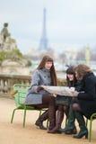 Τουρίστες στο Παρίσι Στοκ φωτογραφία με δικαίωμα ελεύθερης χρήσης