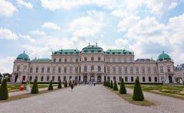 Τουρίστες στο παλάτι πανοραμικών πυργίσκων, Βιέννη Στοκ Εικόνες
