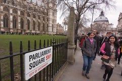 Τουρίστες στο τετράγωνο του Κοινοβουλίου, Λονδίνο Στοκ Εικόνες