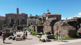 Τουρίστες στο φόρουμ Romanum απόθεμα βίντεο