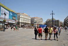 Τουρίστες τετραγωνικό Puerto del Sol στη Μαδρίτη Στοκ Εικόνες