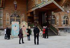 Τουρίστες την ημέρα έναρξης σε Izmailovo Κρεμλίνο στη Μόσχα Στοκ Εικόνες