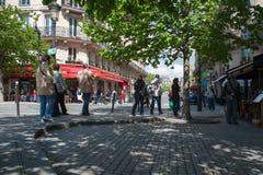 τουρίστες του Παρισιού στοκ εικόνα με δικαίωμα ελεύθερης χρήσης