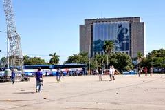 Τουρίστες Plaza de Λα Revolucion, Biblioteca Nacional de Γ Στοκ Εικόνες