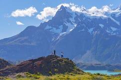 Τουρίστες Torres del Paine, Παταγωνία, Χιλή στοκ εικόνες