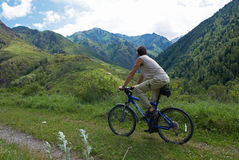 τουρισμός βουνών ποδηλάτ&o Στοκ Φωτογραφία