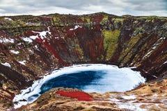 Τουρισμός λιμνών κρατήρων Kerid Στοκ εικόνα με δικαίωμα ελεύθερης χρήσης