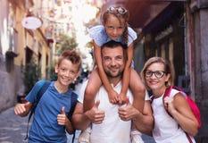 Τουρισμός, οικογενειακή έννοια στοκ εικόνες