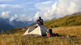 Τουρισμός στα καυκάσια βουνά απόθεμα βίντεο