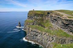 Τουρισμός στην Ιρλανδία - θεαματικοί απότομοι βράχοι Moher Στοκ φωτογραφίες με δικαίωμα ελεύθερης χρήσης