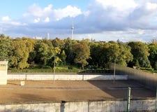 Τουρισμός τειχών του Βερολίνου Στοκ φωτογραφία με δικαίωμα ελεύθερης χρήσης