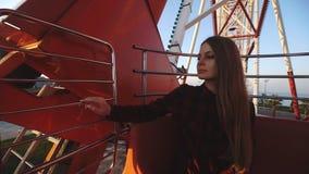 Τουρισμός: όμορφη επισκεμμένος πόλη γυναικών από το ύψος απόθεμα βίντεο