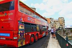 Τουριστηκό λεωφορείο Κέρκυρα Ελλάδα επίσκεψης πόλεων Στοκ φωτογραφία με δικαίωμα ελεύθερης χρήσης