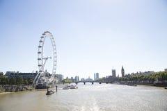 Τουριστικά αξιοθέατα South Bank, μάτι του Λονδίνου, Big Ben, Γουέστμινστερ Στοκ Φωτογραφίες