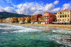 Τουριστική πόλη Alassio σε ιταλικό Riviera, Ιταλία στοκ εικόνα