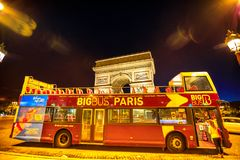 Τουριστικό λεωφορείο στο Παρίσι Στοκ Εικόνα