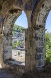 Τουρκία, η πόλη-φάντασμα Kayakay, άποψη της πόλης μέσω της αψίδας μιας εκκλησίας Στοκ εικόνες με δικαίωμα ελεύθερης χρήσης