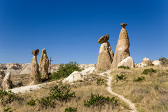 Τουρκία, Cappadocia Στυλοβάτες της διάβρωσης (μανιτάρια πετρών, λόφοι) γύρω από Cavusin Στοκ φωτογραφίες με δικαίωμα ελεύθερης χρήσης