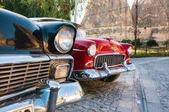 Τουρκία, Cappadocia, Goreme, στις 12 Ιουνίου 2017: Όμορφα αναδρομικά αυτοκίνητα στην έκθεση στο υπόβαθρο των βουνών Στοκ φωτογραφίες με δικαίωμα ελεύθερης χρήσης