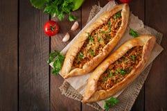 Τουρκικά παραδοσιακά τρόφιμα pide Στοκ φωτογραφία με δικαίωμα ελεύθερης χρήσης